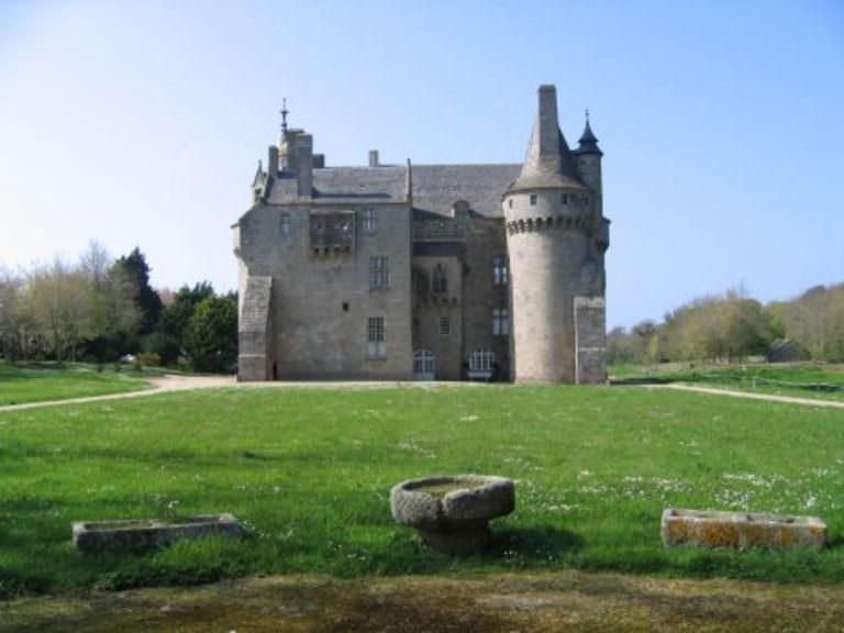 cleder-chateau-de-kerouzere